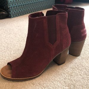 Like new Toms booties burgundy size 6.5